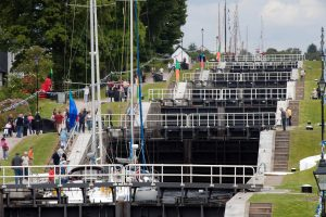 Crowds-watching-boats-lock-through-Neptunes-staircase-c-John-G-Moore